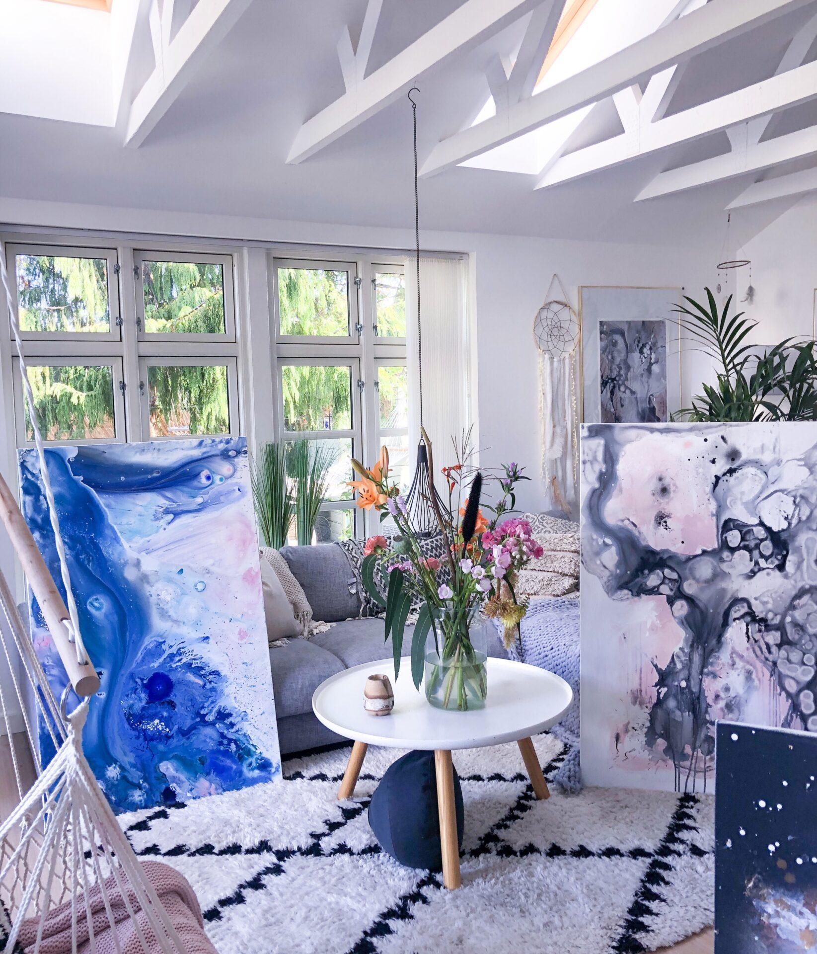 Malerier i stuen